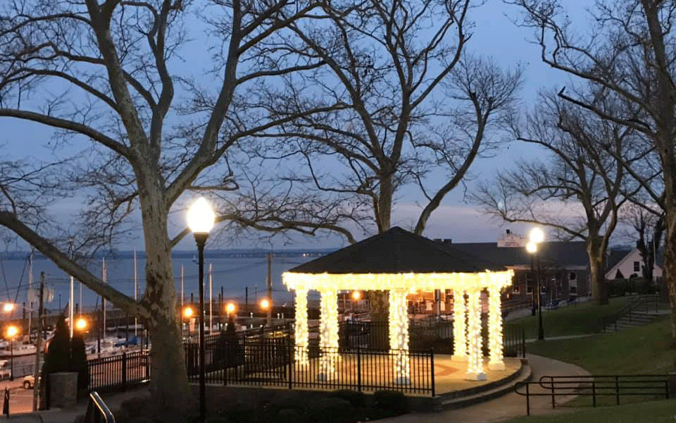 Bayview Park lights donated by Waterfront Neighborhood Association